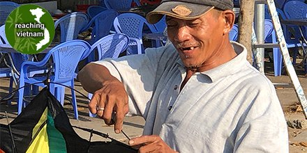 "test Twitter Media - Trang comes with a happy heart to sell and help setup kites for many. He is known in the neighborhood. ""Lord, You have searched me and known me..."" Ps 139:1-3 Pray for Vietnamese to grasp that the One True God knows everything about them and loves them completely. #pray4vietnam https://t.co/wIk6V4Uy7l"