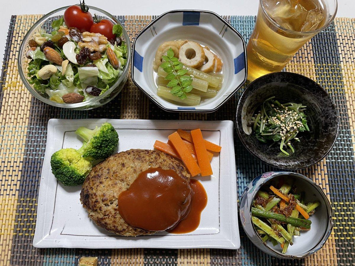 test ツイッターメディア - おゆはん!  和牛100%ハンバーグ ナッツとレーズンサラダ🥗 フキの煮物 三つ葉の和え物 ウドのキンピラ 明利酒類 NonTitle. 梅酒 炭酸水割り🥃  るしあちゃんの料理配信見ながら、同じようにハンバーグ作った! 3品は山から採ってきた山菜だけで作った!✨  #飯でっど #ホロリスナー料理部 https://t.co/jFfsDvzHZq