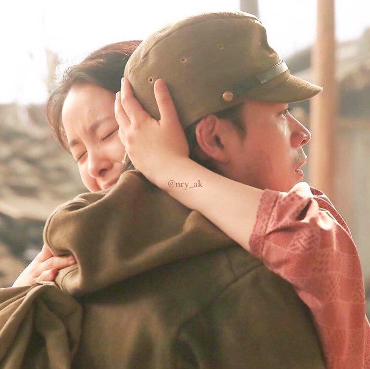 test ツイッターメディア - (((本当場違いごめんなさい)))  わろてんかのこのシーンが今でも鮮明に覚えてるくらい好き。 成田くんの綺麗な涙今でも泣ける ずっとずっとこのシーンの写真を大切にしてる。朝ドラってそのくらい心に残る、、  おちょやんラストおやすみなさい  #おちょやん #成田凌 #わろてんか https://t.co/HZmvoBe8Ov