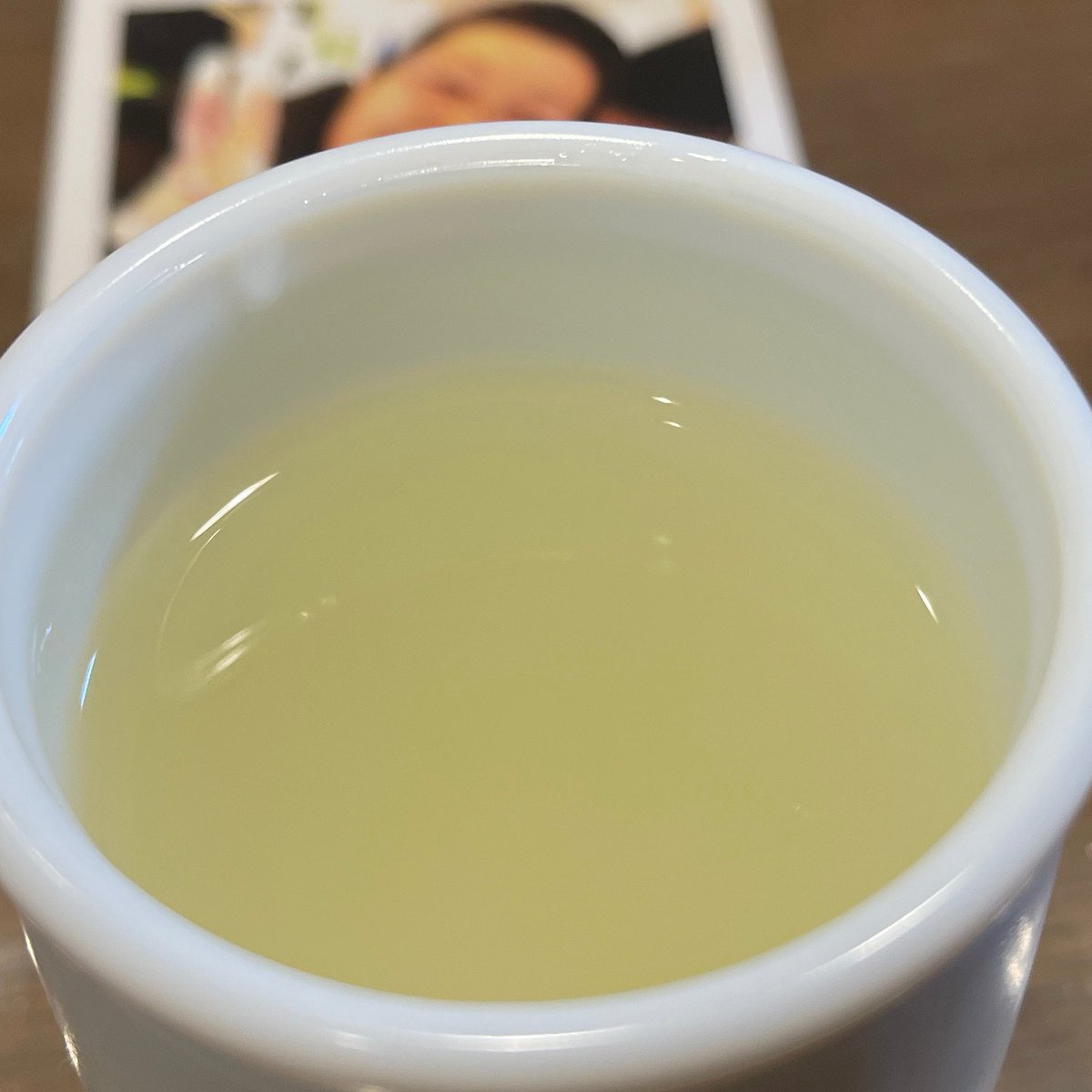 test ツイッターメディア - 今日の日本酒 あるヒョロワーさんから誕生日にいただいたものです。  岐阜の蓬莱 おりがらみ手詰め原酒 蔵人しか飲めぬ新酒  新種の原酒なんで鋭いですね。 ちょっと発泡感もあって。白濁しています。 ちなみに婆さんも写ってます ちびちびツマミとやるには最高 #日本酒 https://t.co/PWijgjcxXb