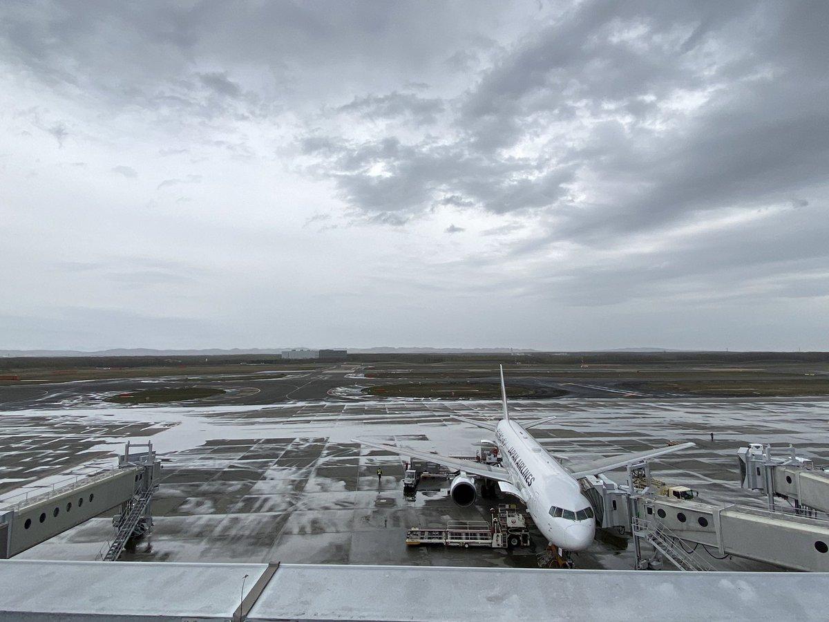 test ツイッターメディア - 空港で札幌の名前になってる道内最大の新千歳空港、周りに建物がない🙄 https://t.co/dZOsZgiTNG