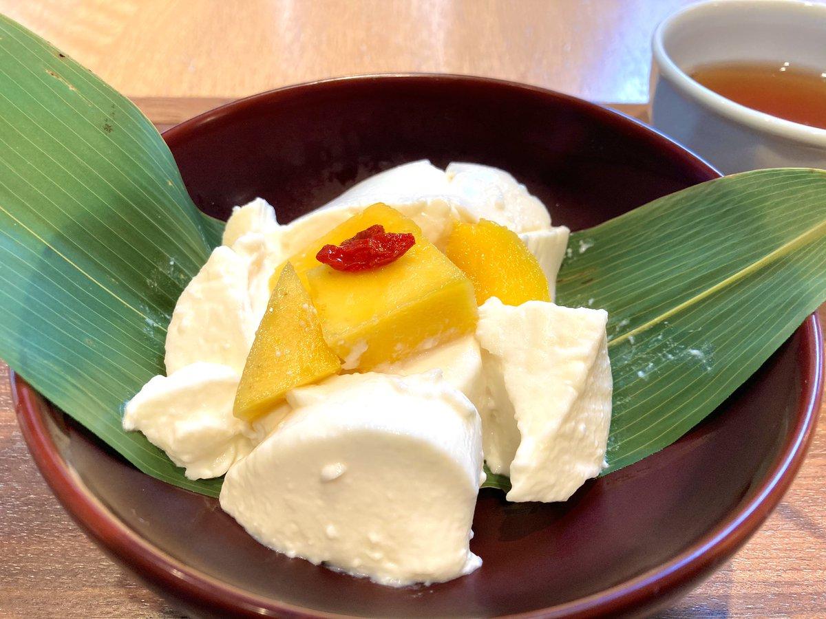 test ツイッターメディア - 久々に中洲に来たので鈴懸本店の杏仁豆腐✨ 濃厚でもっちりしてて好き💕 博多座とか何かあってると混んでるから、空いててラッキー✨ https://t.co/fZfCOWowR3