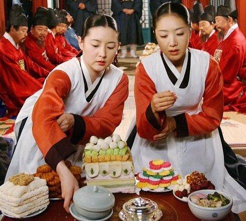 test ツイッターメディア - #チャングムの誓い  [20話] 料理対決最終決戦‼️ 1勝1敗、ここで勝った方が勝者となる。 視聴者をハラハラ一喜一憂させるstory展開はスゴいですね。 脚本家は「善徳女王」や「六龍が飛ぶ」のキム・ヨンヒョンさん。 (2003年)当時37歳の女性脚本家です。韓国の脚本家は女性が多いんですよね。 https://t.co/X1Ec2HEVyl