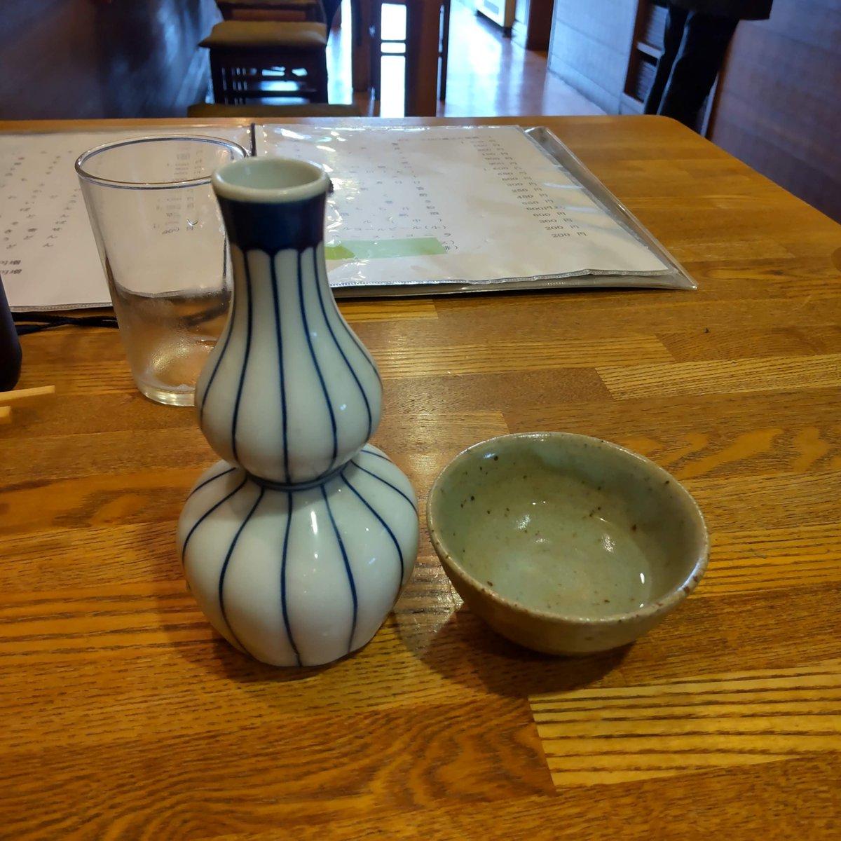 test ツイッターメディア - 越乃寒梅600 「冷やでいいですか?」と聞いてくれる。 常温と言わないのが嬉しいなぁ。 越乃寒梅は飲んだことあったかなぁ。 さらっとしてるとか水みたいって評判を聞いたことあったけどしっかり米を感じるよ。 5種の日本酒があるようだよ。 雪中梅、越乃寒梅、八海山、枯山水、立山。 #越乃寒梅600 https://t.co/lvmE3RJPPo