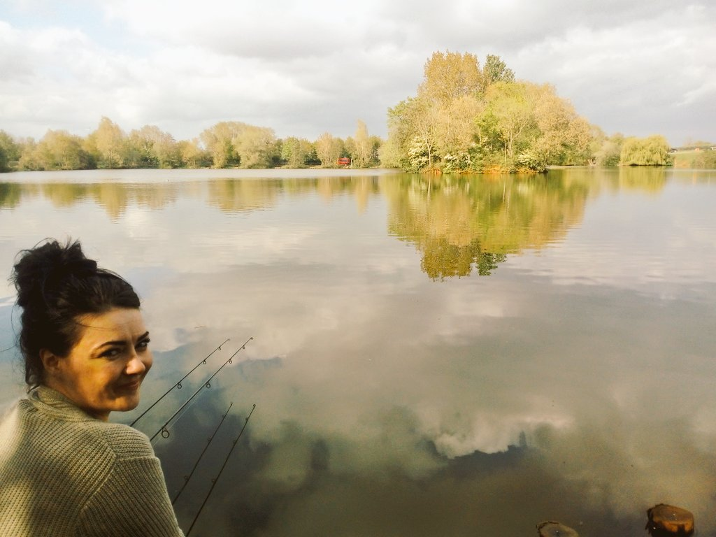 😘❤Happy Friday 🎣 you all know the drill 🍻🎣❤🎣😘  #carpfishing https://t.co/B72Tm