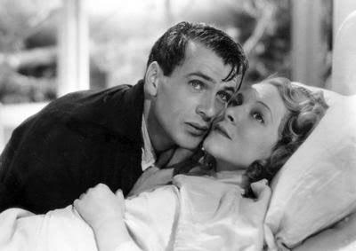 test ツイッターメディア - 今作でオスカー取った無賃搭乗常習犯役のヘレン・ヘイズ...150cmそこそこ。小柄な女優さんのイメージでおばあちゃん役がめちゃハマってるけど、「武器よさらば(1932)」では190cmのゲイリー・クーパーと主役張ってた...すごいな👵 https://t.co/WcuaBLY71y