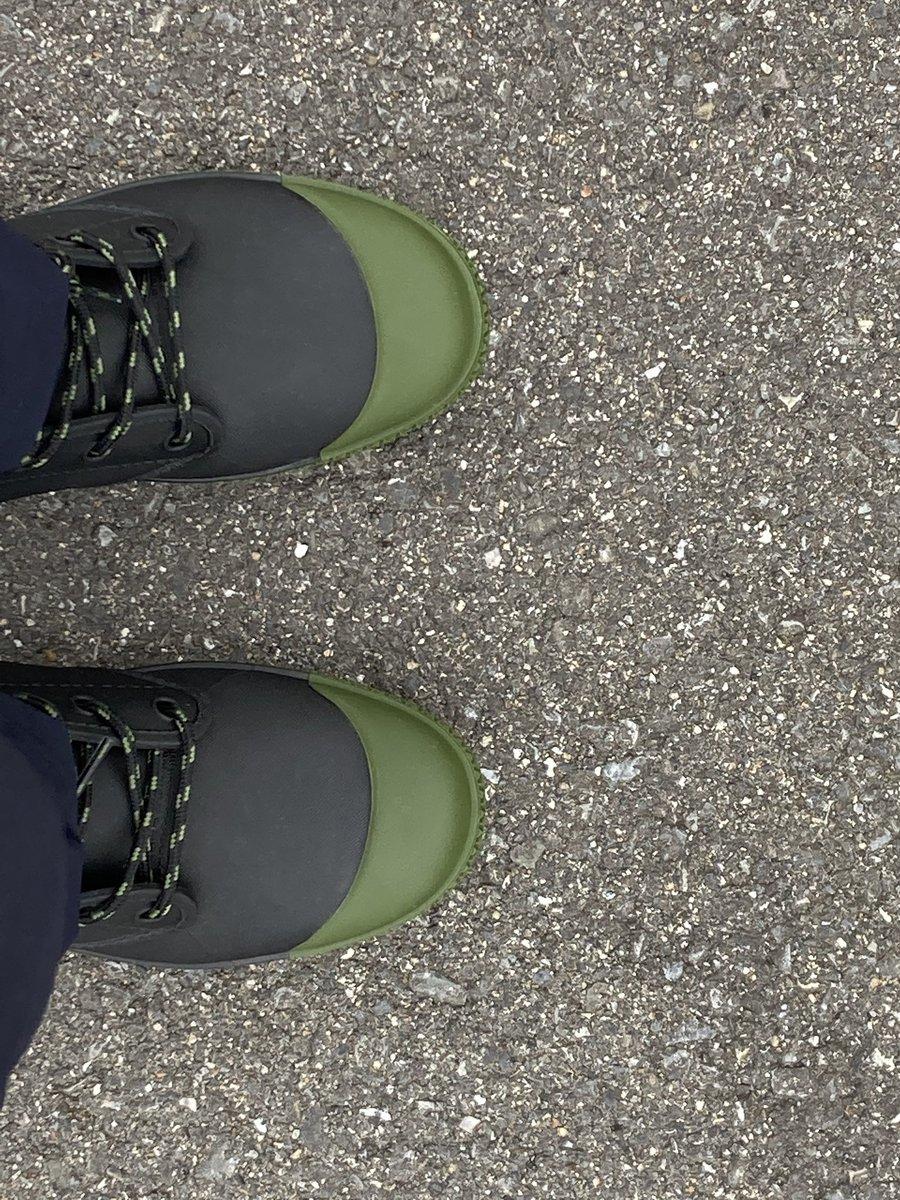 test ツイッターメディア - 傘とレインウエアは新調する必要がないので、想像を絶する早い梅雨入りに対応して、ワークマンプラスの防水サファリシューズを購入。長靴らしくないので晴れの日でも使えそう。 https://t.co/9CHTrA0Mcn