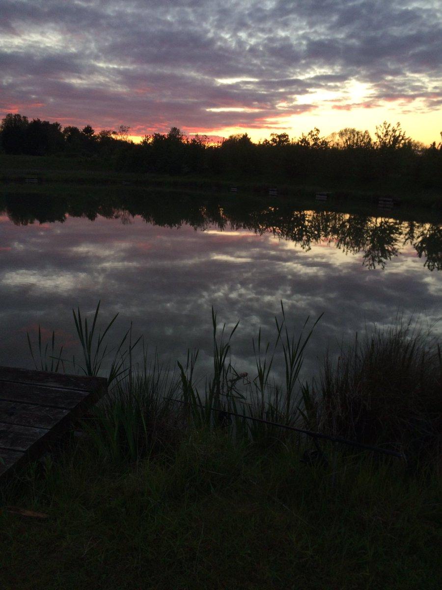 9.12pm to<b>Night</b>! #sunset #fishing #carpfishing https://t.co/t1P4EWZS9H