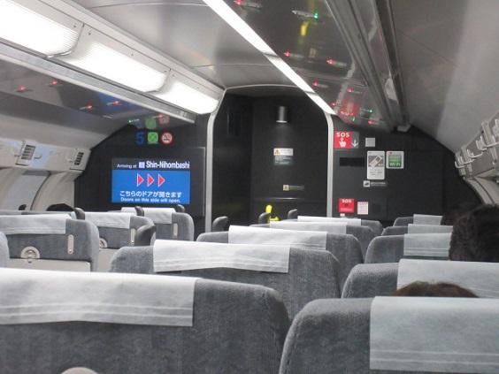 test ツイッターメディア - 横須賀・総武快速線用の新車E235系のグリーン車。1階、2階、車端部平屋と座席モケット色が統一されています。1等車知る古い世代にうれしい赤系。一方普通車はオール・ロングシート(片側4ドア)になってしまいました。 https://t.co/Mj47szR4mG
