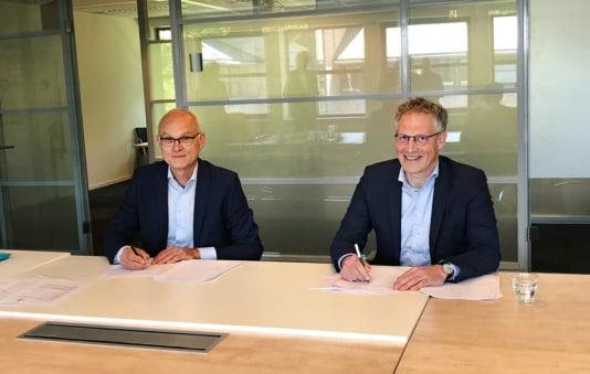 test Twitter Media - InteraktContour en Dura Vermeer tekenen contract voor nieuwe woonzorglocatie in Zwolle: Jan van Kampen, bestuurder van InteraktContour en Koert Terhürne, directievoorzitter Dura Vermeer Bouw Hengelo tekenden afgelopen week de aanneemovereenkomst voor de… https://t.co/gWh1gUf01P https://t.co/H7gLDIkCrW