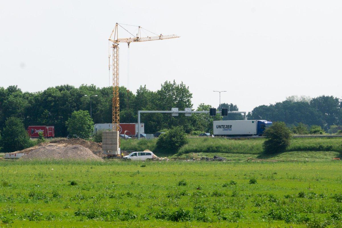 test Twitter Media - De bouw van ons park gaat goed. Neemt niet weg dat we uitdagingen tegenkomen. Door de coronacrisis zijn bouwmaterialen soms lastig te krijgen en over ons terrein loopt dé afvalwaterleiding van #Arnhem.  Gelukkig houdt Tim @ProwindBV de vinger aan de pols  https://t.co/ktg95Hvege https://t.co/lF8YEc1zBA