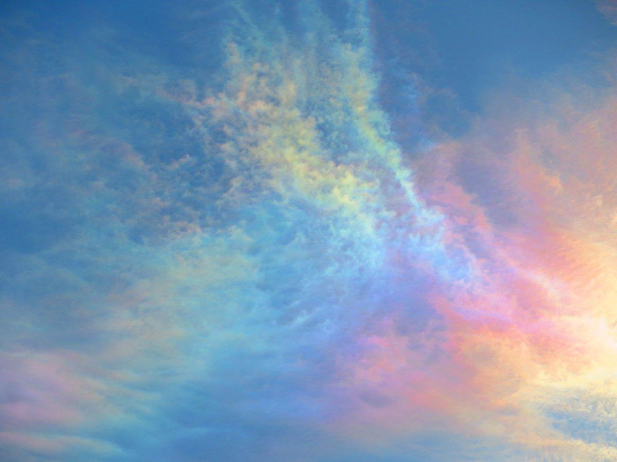 test ツイッターメディア - 雨降り空なので彩雲をおすそわけ。 https://t.co/1xV130hyEM