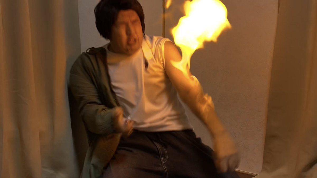 test ツイッターメディア - ヤツの左肘が火を吹くぜ!  肘を焼いて治す藤原竜也 https://t.co/2EEr85mOHw https://t.co/EwcBtsZkD9