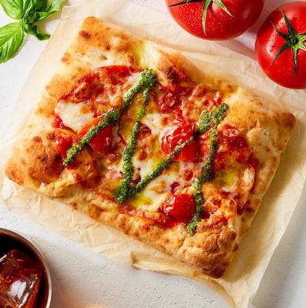 test ツイッターメディア - 【もっちり】タリーズコーヒーに本格的な「ピッツァ マルゲリータ」が登場! https://t.co/qFcZSoR4Z2  ナポリ風のピザ生地に、セミドライトマトとモッツァレラチーズを合わせた。後がけバジルソースが爽やかに香る本格的な味わいのピッツァを堪能できる。 https://t.co/QIByqZ2p3U