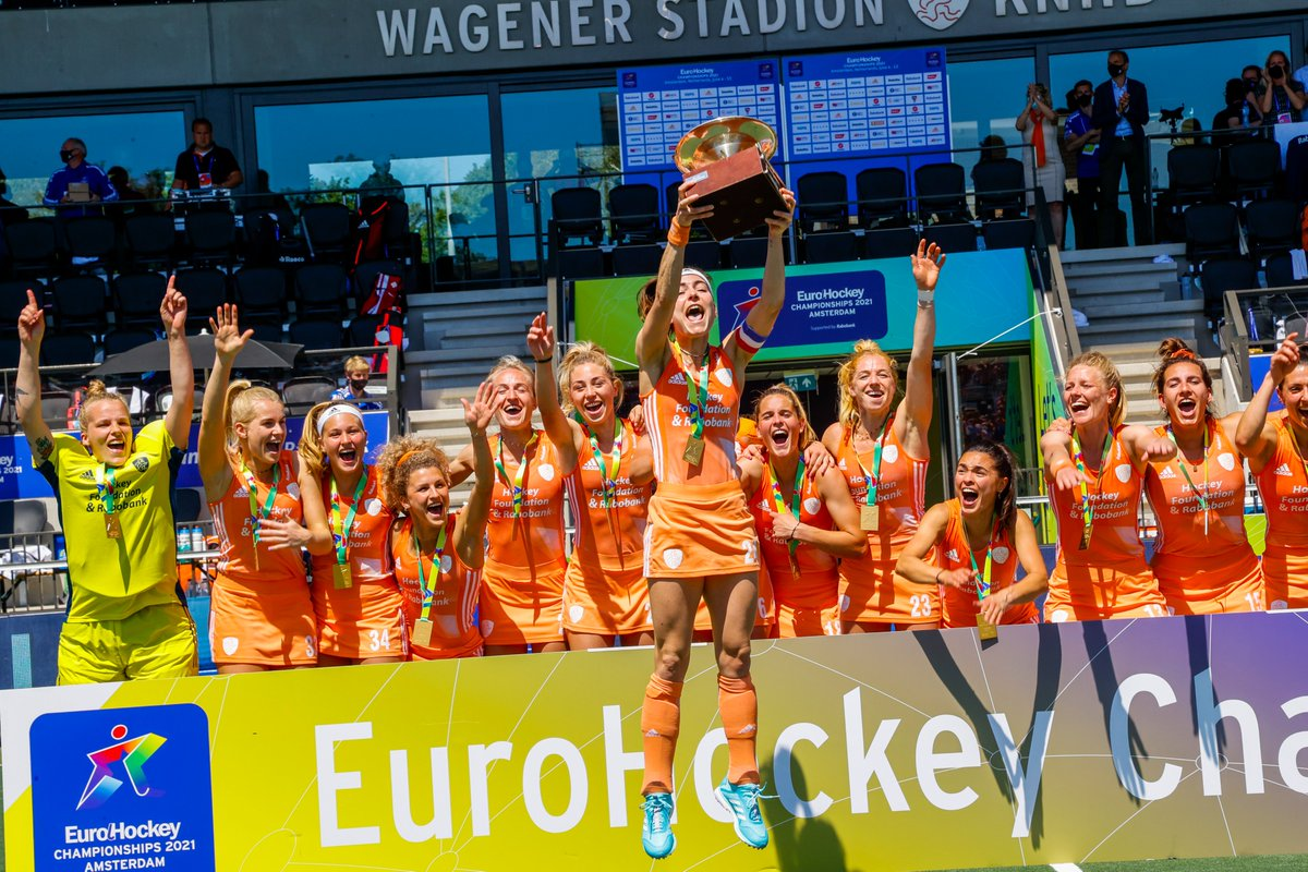test Twitter Media - De Oranje Dames hebben nu ACHT titeltoernooien op rij gewonnen:  EK 2017 🏆 Hockey World League 2017 🏆 WK 2018 🏆 Champions Trophy 2018 🏆 FIH pro League 2019 🏆 EK 2019 🏆 FIH Pro League 2020-21 🏆 EK 2021 🏆 https://t.co/Ko5HpmZjMu