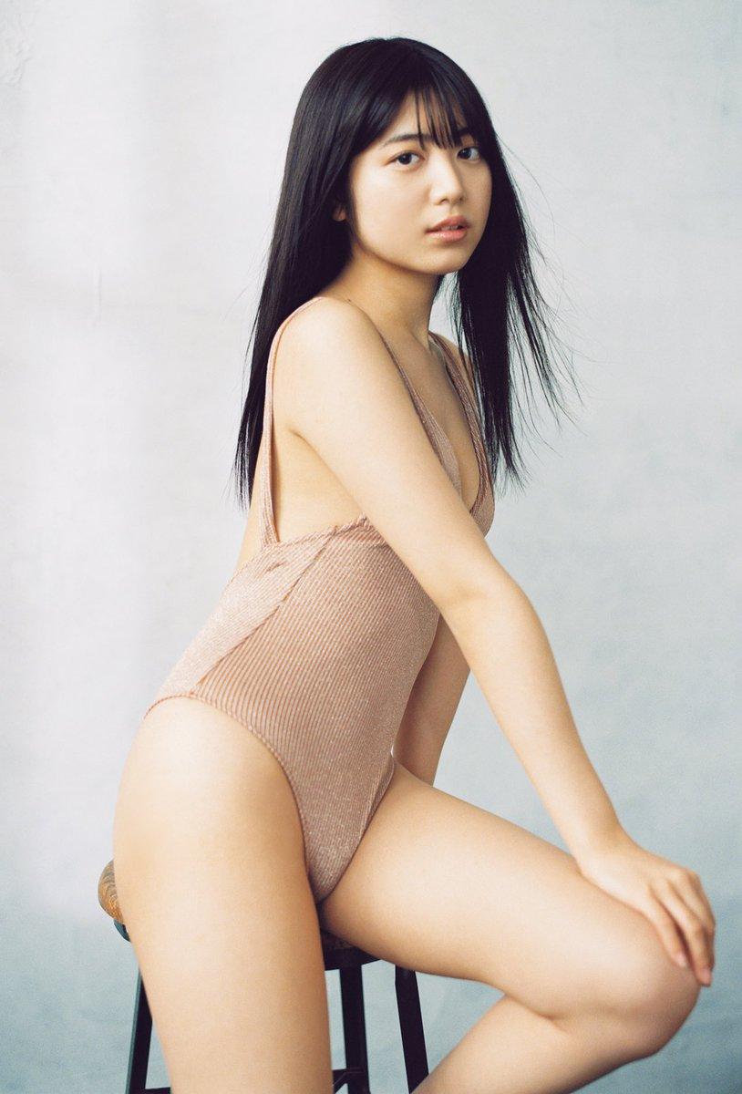 test ツイッターメディア - 美少女を輝かせる戦闘服=ワンピース スラリと伸びる肢体と、ほどよい肉付き 現役グラビアンの中で、最も似合うと評判を呼ぶ19歳・吉田莉桜が魅せる、ちょっぴりフェチの世界✨  グラジャパ!限定特典カット付き💗  吉田莉桜@r5i6o7  デジタル写真集『ワンピース、その愛。』 https://t.co/OO8NR4wUZW https://t.co/72oTabUUrA