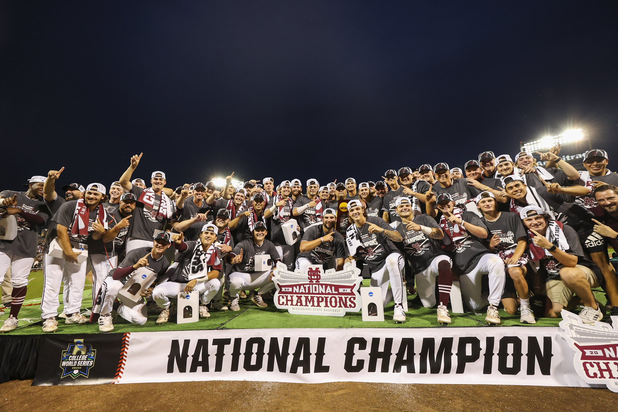 THE 2021 #CWS NATIONAL CHAMPIONS!   #HailState🐶   #OmaDawgs https://t.co/k8UwZ7uwbJ