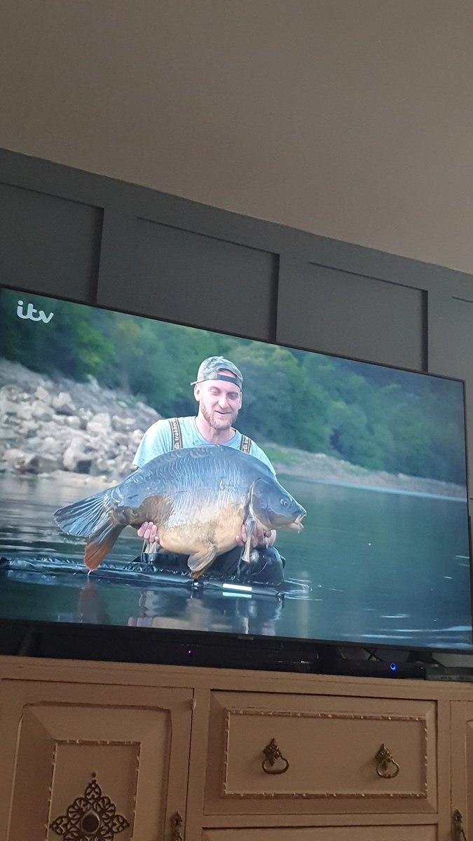 finish the <b>Weekend</b> with a catch up of season 6 @itv4MonsterCarp @TomDove11 @NeilSpoons @AliHa