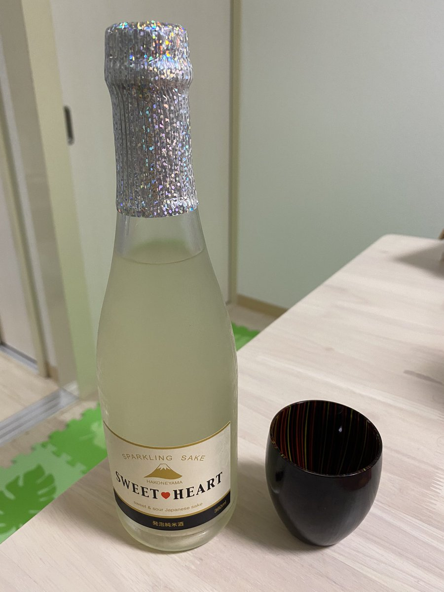 test ツイッターメディア - 久々のお酒レビューです😆 本日のお酒は神奈川県の井上酒造さんより、スイート・ハートです! とってもスウィーティーな名前ですね💖 お味は甘々ですが炭酸が強く、弾ける勢いは正にパッション!  #藍子P酒宴部 https://t.co/cZD7gR08Xj