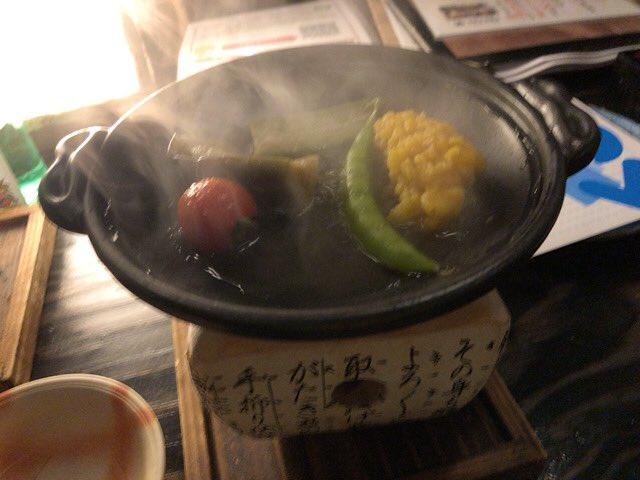 test ツイッターメディア - 御通しの夏野菜の焼き物&じゅんさい&比内地鶏の鍬焼き&鱚の天ぷらおふ 美味すぎワロタ😋😋😋  日本酒は北鹿、天の戸、千代緑 https://t.co/o7qOj3vuPh