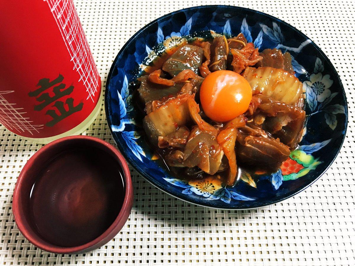 test ツイッターメディア - 日本酒飲んでる🍶 キハダマグロのユッケを立山の吟醸で🐟 https://t.co/RYlXGgCkLO