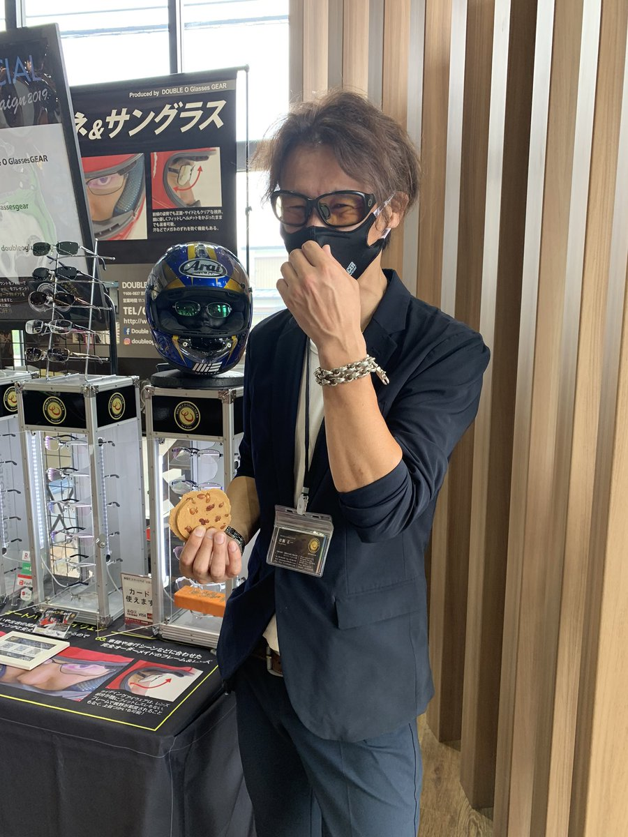 test ツイッターメディア - 普段、京都でしか見ることのできないバイク専用眼鏡をチェック! 夏のサングラスも🕶多数ご用意してます♪ 冷やかし見る大歓迎ですので楽しんでいきましょう!  PS:スタッフ岩さんは南部せんべいゲットしたのに、笑いながら文句言ってます。 分かる方は分かる❗️ https://t.co/eZVkFUpQTm