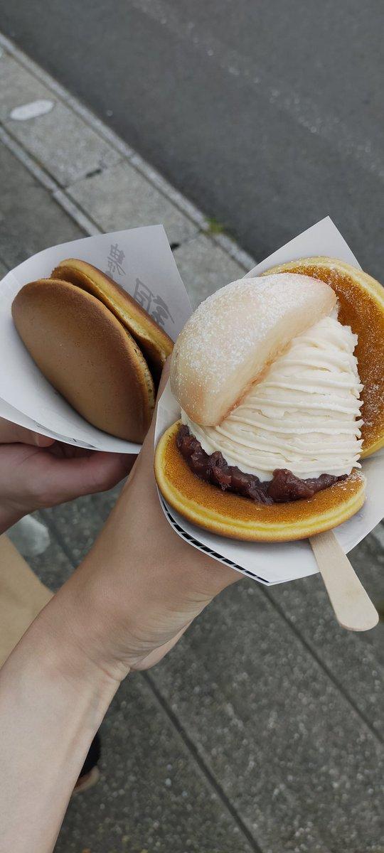 test ツイッターメディア - 食べたかった 桃のモンブランどら焼き。 桃もクリームの量も凄い。  2個食いする事には恥じらいを感じるようだ。 https://t.co/soNhnzZxug