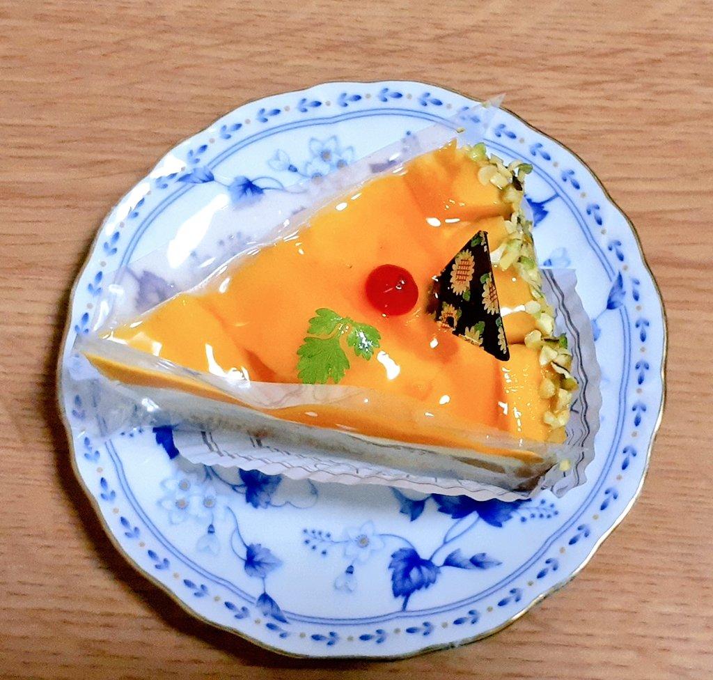 test ツイッターメディア - 夕飯のデザートは、シベールのケーキ! https://t.co/Por5docRZX