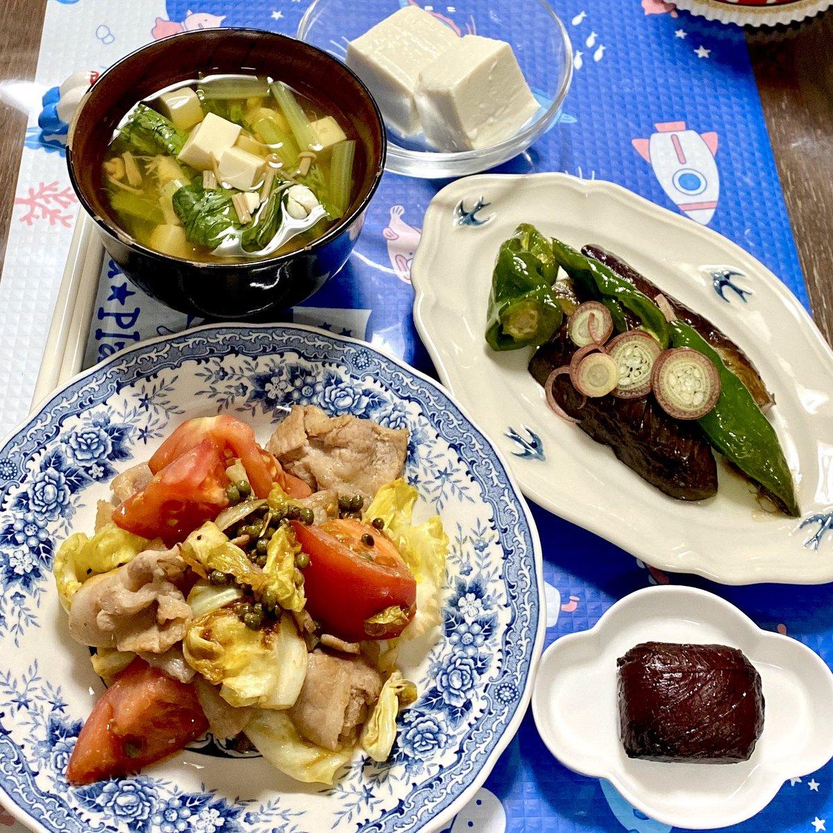 test ツイッターメディア - 🍚本日の晩ごはん🍚 小松菜と豆腐のなめ茸スープ、ごま入り豆腐、キャベツ+豚バラ+トマトの実山椒オイル焼き、長ナスと万願寺とうがらしの甘辛炒め煮、水戸の梅。 #ごはん #いただきます #マリンカのごはん #dinner https://t.co/IDmCgc5Ptq