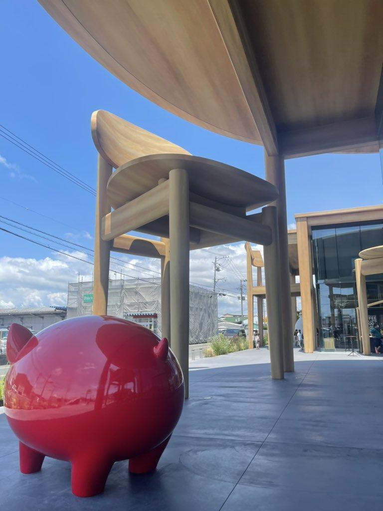 test ツイッターメディア - うなぎパイで有名な春華堂の本社に行ってきたよ  建物自体のデザインがテーブルで、それに合わせてイスなんかもあるの #春華堂 #うなぎパイ https://t.co/NgWufjcQgN