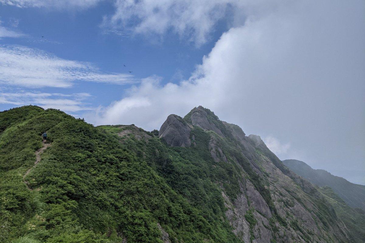test ツイッターメディア - 八海山1,778m ロープウェイで4合目からスタート🥾 8合目 千本檜小屋までは普通の山ですが、八ツ峰は鎖場、ハシゴの連続⛓ 当分、鎖場は遠慮したいです笑 今後は日本酒の八海山 よりおいしく飲めそう🍶 #八海山 #日本二百名山 #新潟県 #八ツ峰 https://t.co/HASV6T6J0u