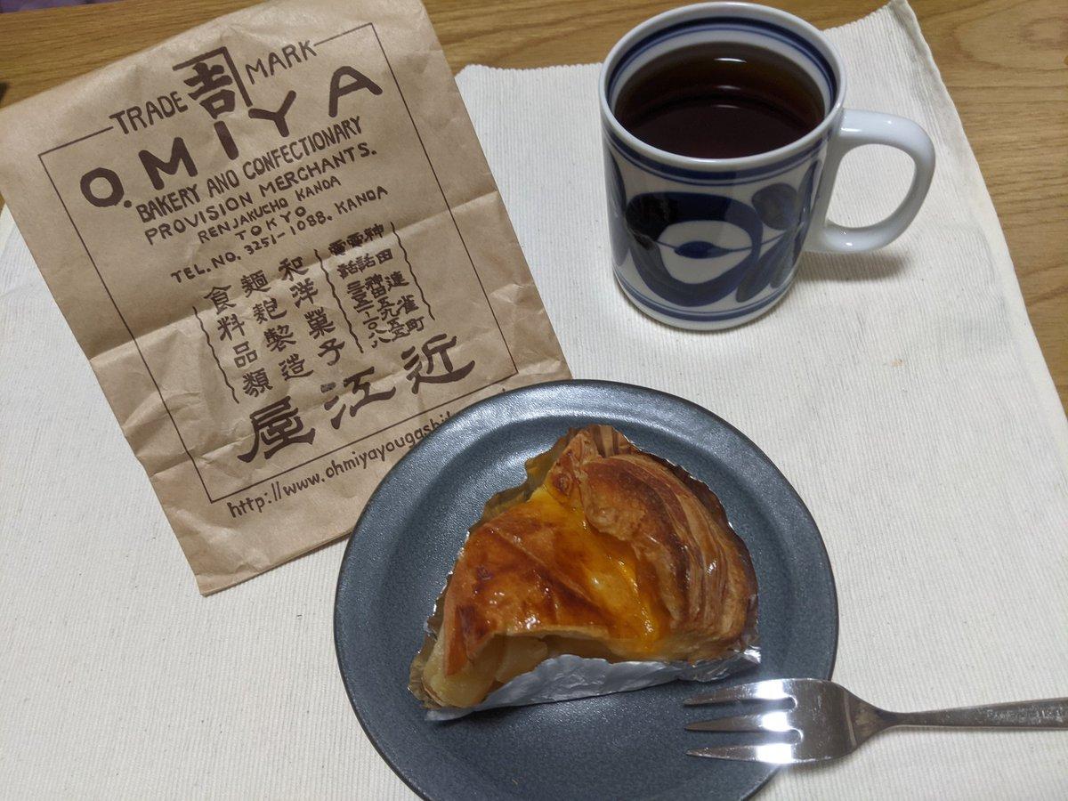 test ツイッターメディア - 近江屋洋菓子店@omiyayogashiten さんのアップルパイを大阪までお持ち帰った めっちゃおいしい🥺なにこれ🥺 https://t.co/KSoDJN7PZw