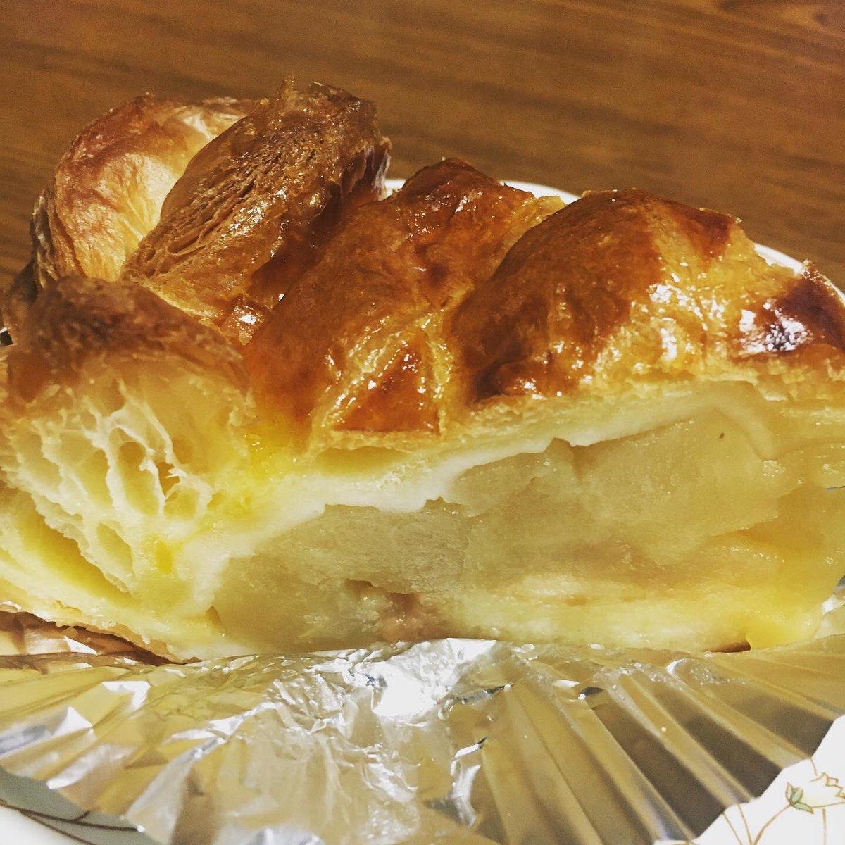 test ツイッターメディア - 18 近江屋洋菓子店のアップルパイ 中しっとり系のアップルパイ。 もちろんアップルパイに限らないがここのお菓子はシンプルでどれも美味しい。ティラミスとどっちを書くか迷ったが定番を敢えて書きました。 https://t.co/aeO04jMZ7e