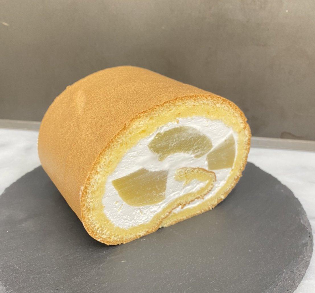 test ツイッターメディア - 感謝祭のお知らせです😊  22日(木)の感謝祭は 『桃のロールケーキ』 です🍑生クリームロールに桃のコンポートが入ってます🍑  約7.5cmで700円です!この日だけの限定品です!予約も承ります👍🏻  7周年祭の時、同じサイズの生ロールを700円で販売…。今回は桃入りで700円…うん、お得でーす😂 https://t.co/qDoOFf64uu