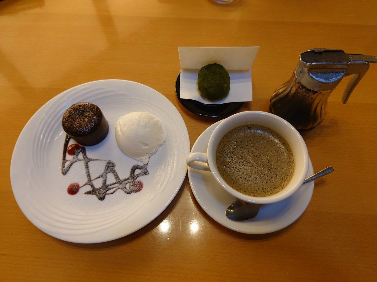 test ツイッターメディア - 今日は家族👪で霧の森へ🚙。 子供が好きなクワガタ、カブトムシを見てきました✨。クワガタが3万円😱。値段にもビックリ🤭。  茶カフェ😋で霧の森大福とほうじ茶ラテ、フォンダンチャコラを🍴。 はるぽんのオススメのほうじ茶ラテ美味しかった🥰 https://t.co/Jw9adZ23JF