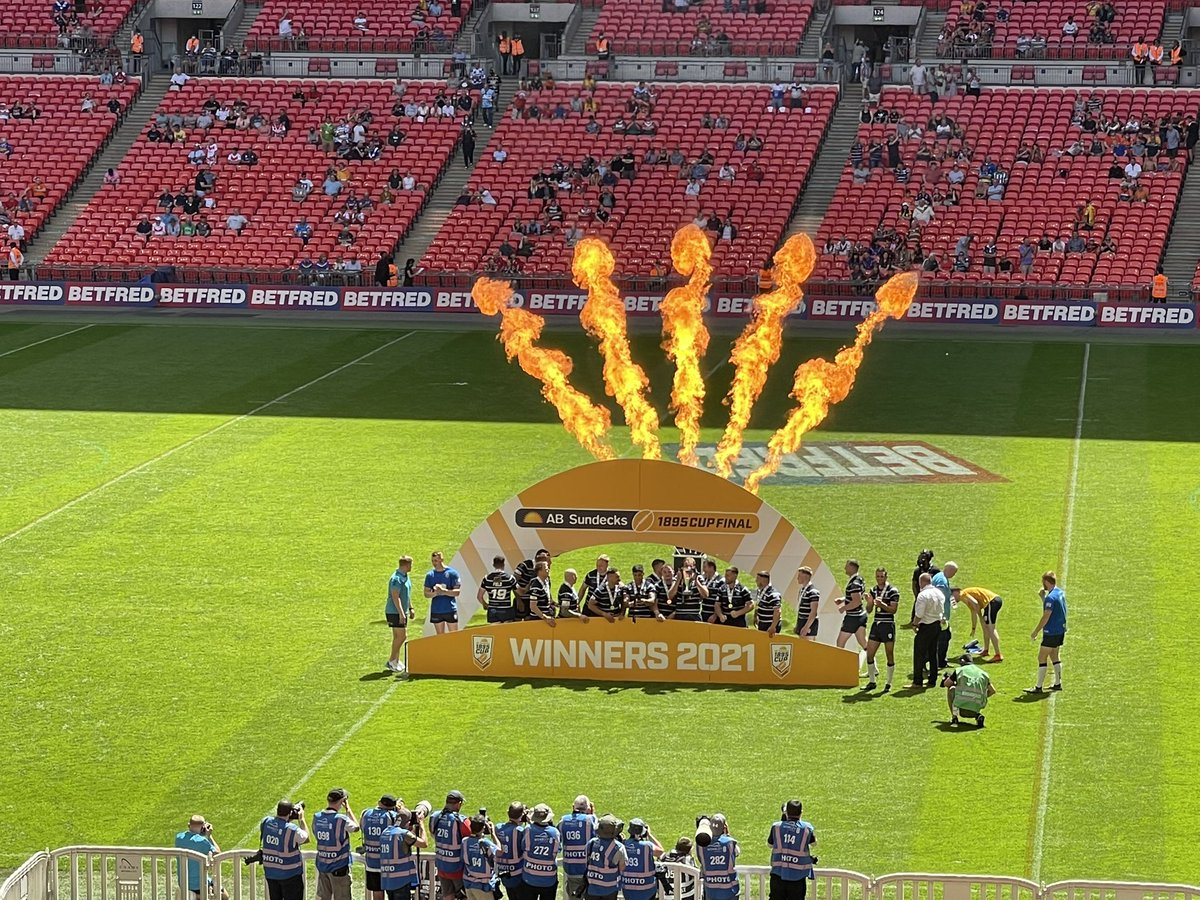 test Twitter Media - . @FevRoversRLFC win the 1895 Cup Final after beating @YorkKnightsRLFC 41-34 at #Wembley. A fantastic game and superhuman effort from both sets of players in this heat @itvcalendar https://t.co/Ds8p0kqNz7