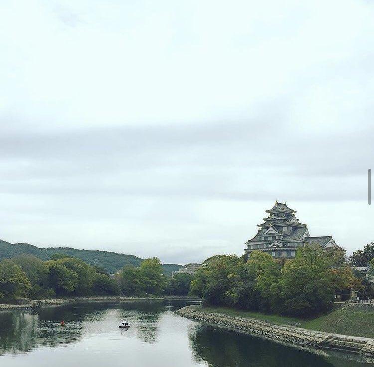 test ツイッターメディア - #旅する書写 第27回『吾輩は猫である』夏目漱石 5年前…母と岡山駅で待ち合わせて(長崎在住だった為)岡山と倉敷を周りました。フォロワーさんに岡山在住の方がおり…黍団子ではなく(笑)おススメの大手饅頭を買って帰りました。美味しかった✨写真はその時の岡山城と後楽園🏯 https://t.co/3p4uQNeyds https://t.co/ki7IS0f4Yk