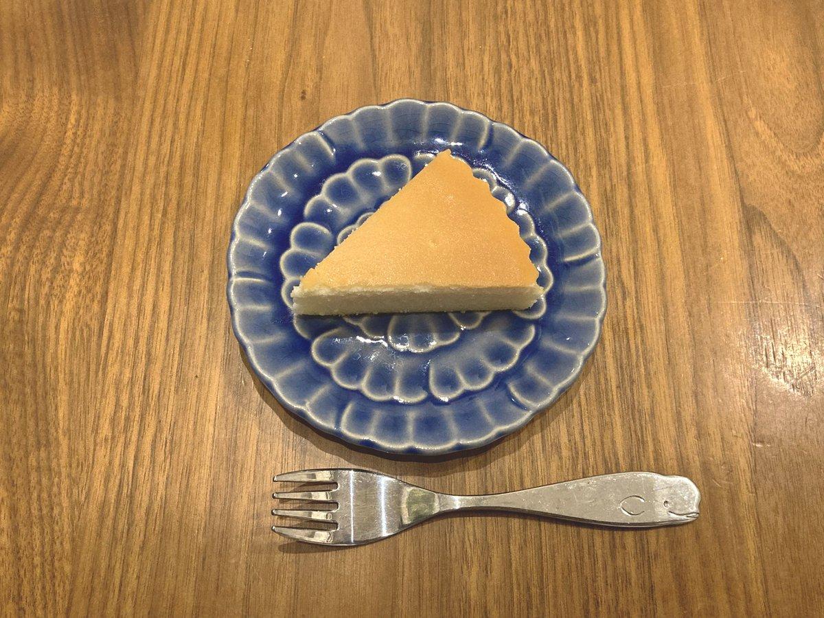 test ツイッターメディア - これはベイクドチーズケーキを愛し ベイクドチーズケーキに愛された私の最推しである  御用邸チーズケーキ  です。間違いなくチーズケーキの一等賞 https://t.co/1u2mEjaErk