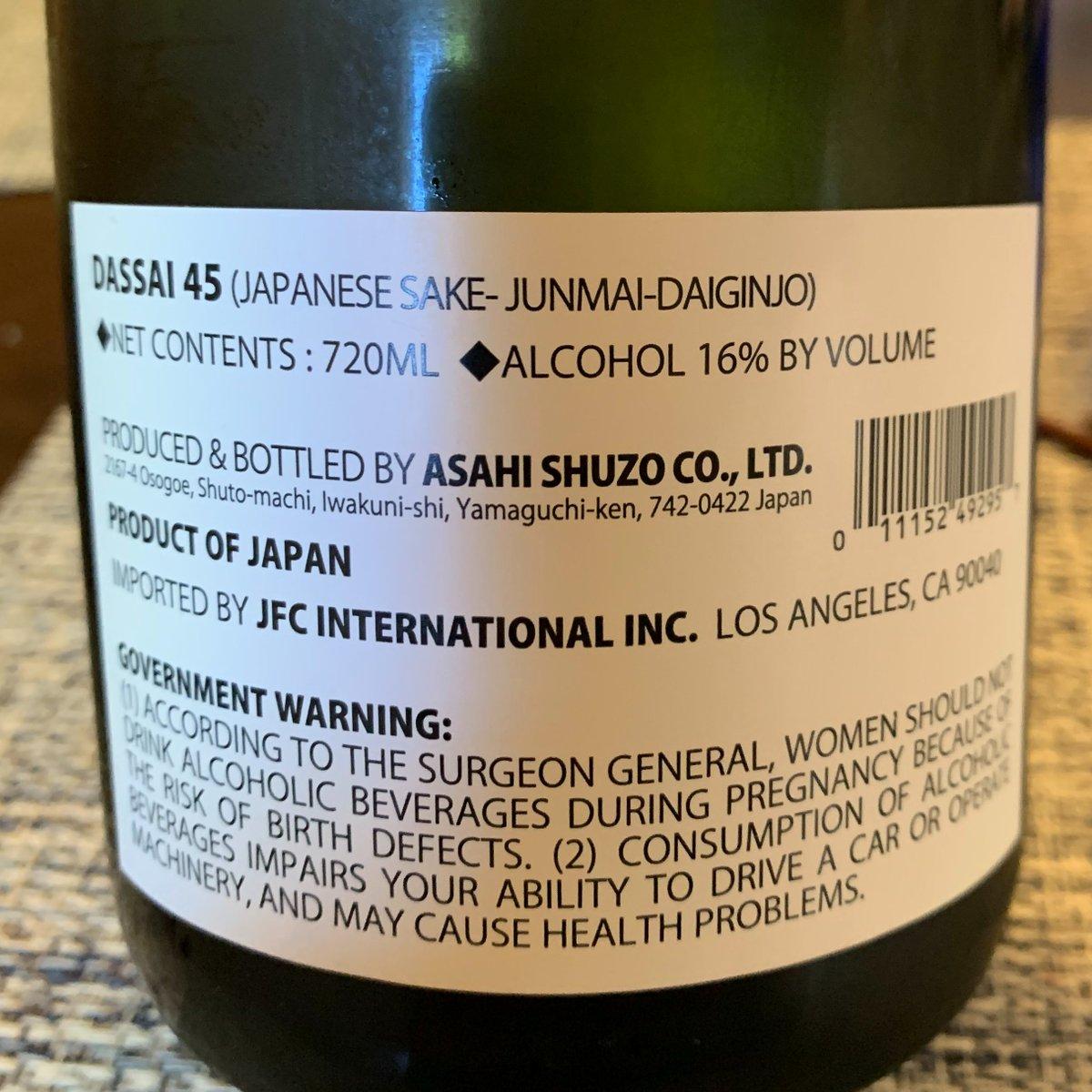 test ツイッターメディア - 獺祭 純米大吟醸45 山口の旭酒造のお酒。山田錦を使った純米大吟醸のみに集中している獺祭。これは、精米歩合45%。カリフォルニアの日系スーパーで、お手軽な値段で手に入る。菊水と並んで貴重な存在。 #日本酒 #獺祭 #純米大吟醸 https://t.co/v4WS0fvW4w