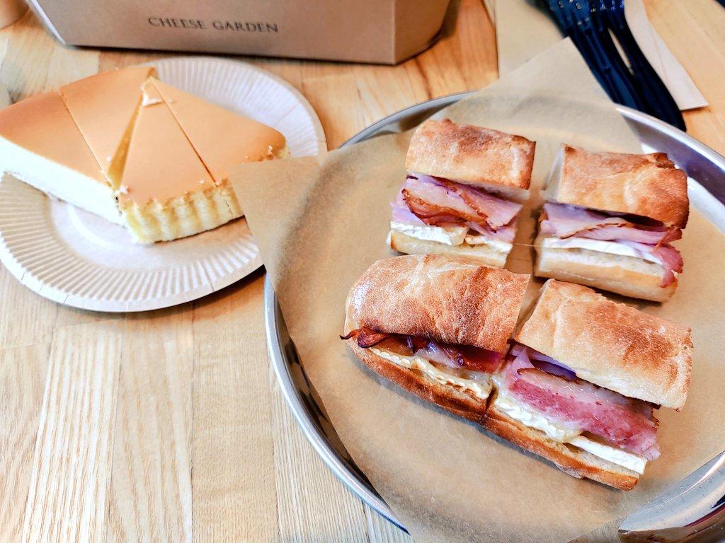 test ツイッターメディア - チーズガーデンで昼食🍴  なんと!?食事を注文したら人数分の御用邸チーズケーキをサービスしていただきました😭神かよっ!!  #御用邸チーズケーキ #チーズガーデン https://t.co/ZjyzKzYEI8