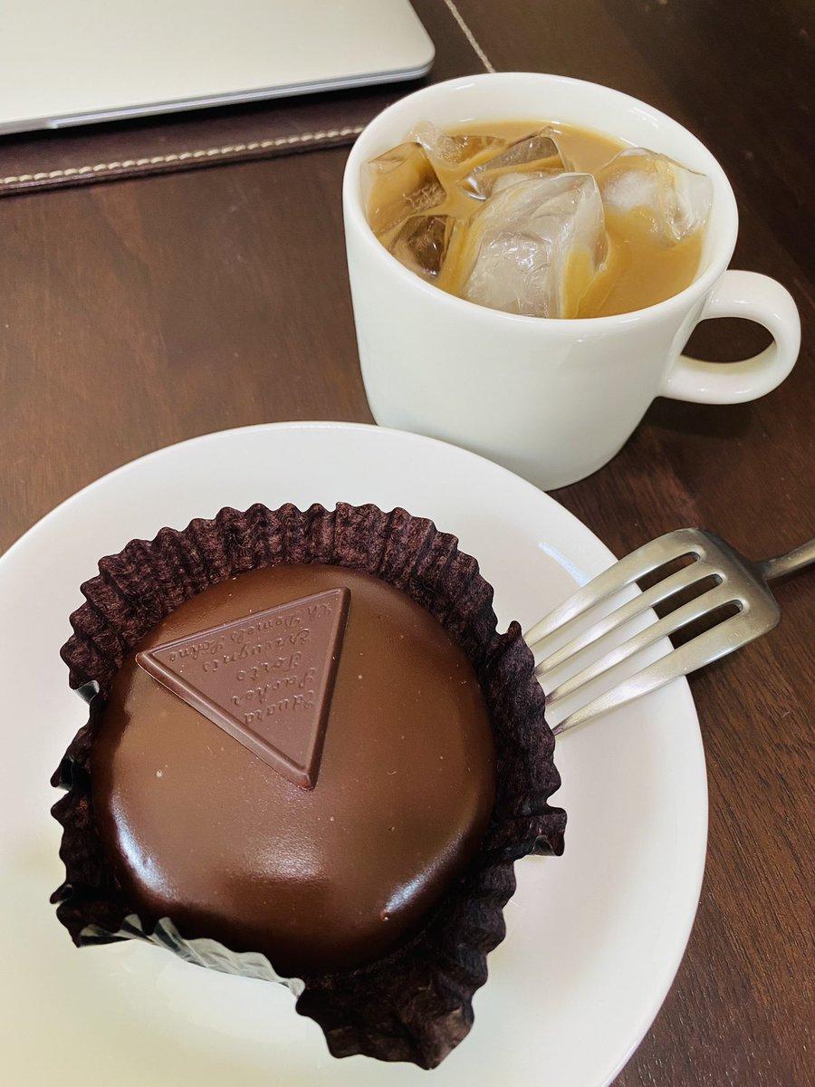 test ツイッターメディア - デメルのザッハトルテ?チョコレートケーキ。甘いけど上品な味。 黒船のカステラはタマゴ感すごい。  #黒船 #デメル #ウチカフェ #イッタラ #ティーマ #クチポール https://t.co/wOaCaCR4C7