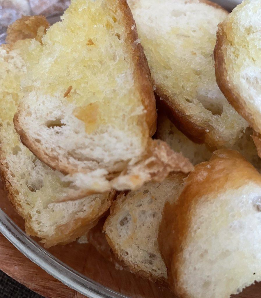 test ツイッターメディア - フランスパンで作ったフレトーもガーリックラスクも美味しすぎた 、天才( ߹꒳߹ )❤︎ https://t.co/CiO1oBQXVn