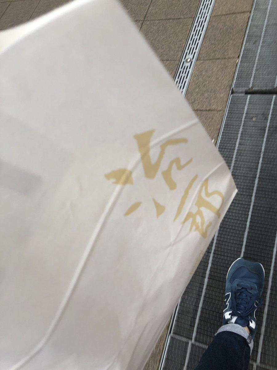 test ツイッターメディア - おいしいと噂の治一郎のバウムクーヘン、駅に催事で出てたから買ってきた https://t.co/lceHEdLolT