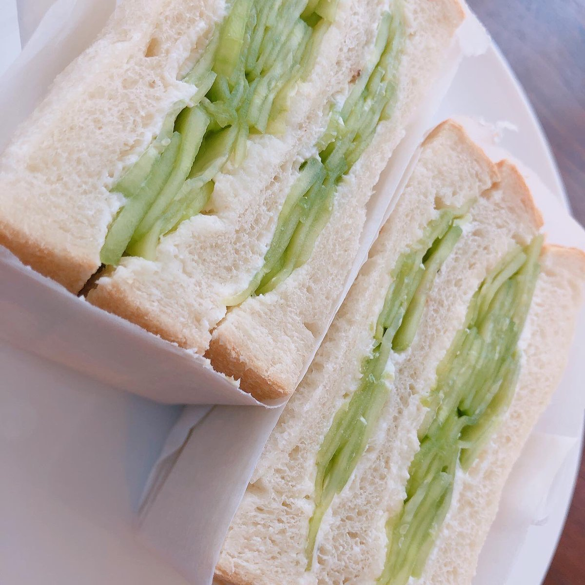 test ツイッターメディア - 本日のショーケース商品です。 🍞サンドイッチ  ・たまご 🍞少しだけ高級食パン 🍰マフィン  ・オレオ&マシュマロ  ・キャラメル&アーモンド  ・ハム&ブロッコリー  人気の『少しだけ高級食パン』は品揃えしております🍞  また本日から日曜日まで11:00オープン、22:00クローズ(21:00L.O.)の営業です https://t.co/3lba0nmrv6