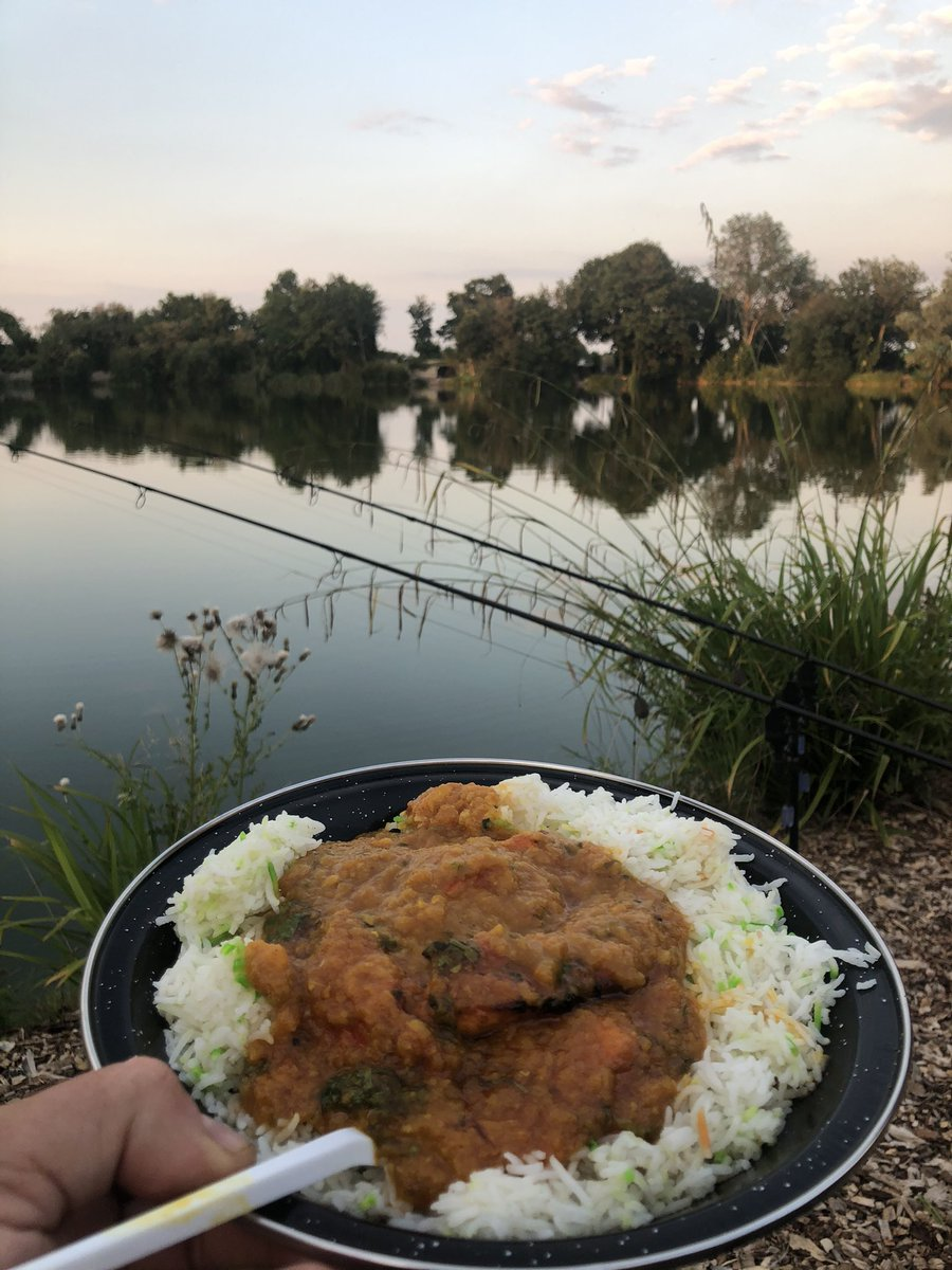 Rods out Curry sorted Had 3 off the top from Nash Lakes Royston   #carpfishing https://t.co/eetWdR4g
