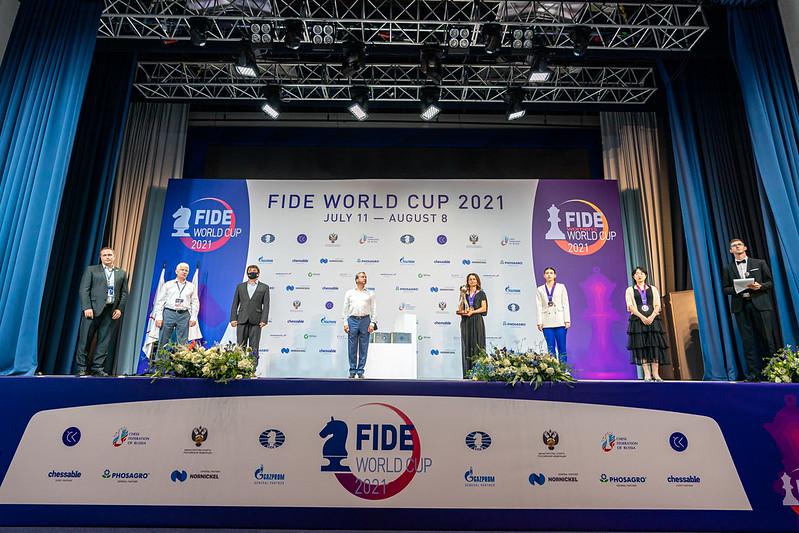 test Twitter Media - Призеры Кубка мира ФИДЕ среди женщин награждены в Сочи. Президент ФИДЕ Аркадий Дворкович объявил турнир закрытым https://t.co/BNj4u2OUgG   Фото: @IM_Rosen @FIDE_chess #FIDEWorldCup https://t.co/2TVu6rVyAE