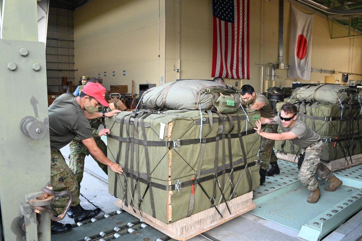 test ツイッターメディア - 【第2回米空軍機からの降投下訓練②】 7月22日には、隊員約100名が #横田基地 で米空軍機C-130J×2機に搭乗し、東富士演習場に降下しました。 米空軍機は速やかに横田基地に帰投し、空挺団の物料を2時間で搭載して、再び同演習場に投下する予定でしたが、天候不良のため中止となりました。 https://t.co/iURfgoBjCs