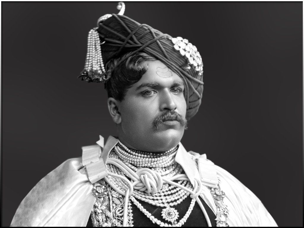 26 July #TheDayInHistory  119 years ago #OnThisDay in 1902, Chhatrapati #ShahuMaharaj, only 28 then, issued a historic document in the gazette of the Karveer (Kolhapur) state. It was a notification in English & Marathi that reserved 50% of Govt posts for backward class candidates https://t.co/XVaEoUjN1l