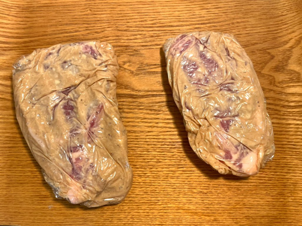 test ツイッターメディア - 佐々木酒造さんから来た酒粕で豚肉の粕漬けを作りましたー。明日には食べれる予定💕楽しみです  佐々木酒造さんの酒粕はすっきりとした嫌味のない味と程よい甘味で粕漬けがめっちゃ美味しくなります!  レシピ 豚肉2枚 糀味噌50g 酒粕50g お酒大匙2 甘糀大匙2  #酒粕 #佐々木酒造 #粕漬け https://t.co/qvrq4BmYD4