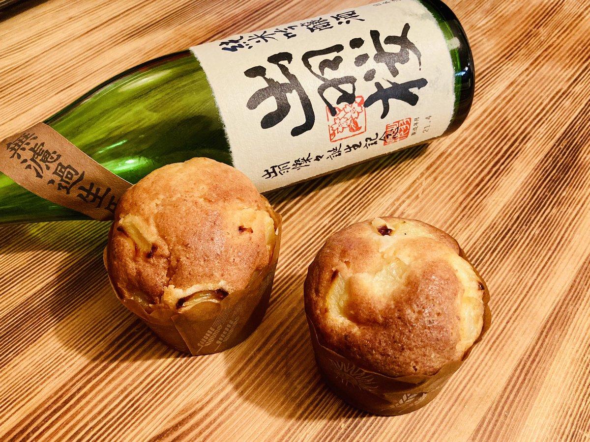 test ツイッターメディア - またまた深夜3時のやもりめし ーきょうの献上品ー 桃のパウンド日本酒シロップがけ 飲み干した出羽桜を添えて  #やもりめし https://t.co/lro43z1zZQ
